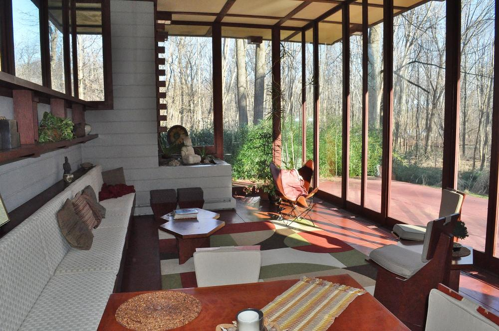 Frank lloyd wright house still for sale in willoughby for House look from outside