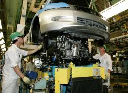 A Honda Accord gets its engine installed, at the Maryville, Ohio plant (photo from Honda.com)