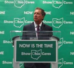 Ohio Gov. John Kasich campaigns for expanding Medicaid at the Cleveland Clinic in October. (Nick Castele / ideastream)