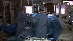 Dr. Schauer performs a gastric bypass operation at the Cleveland Clinic.  <i>Photo courtesy of the Cleveland Clinic.</i>