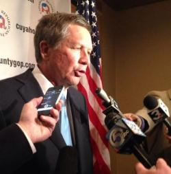Gov. John Kasich talks with reporters at a 2014 campaign dinner in Cuyahoga County. (Nick Castele / ideastream)
