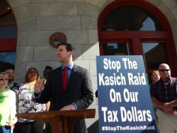 Cincinnati City Councilman P.G. Sittenfeld campaigns against Kasich in Dayton. (Lewis Wallace/WYSO)