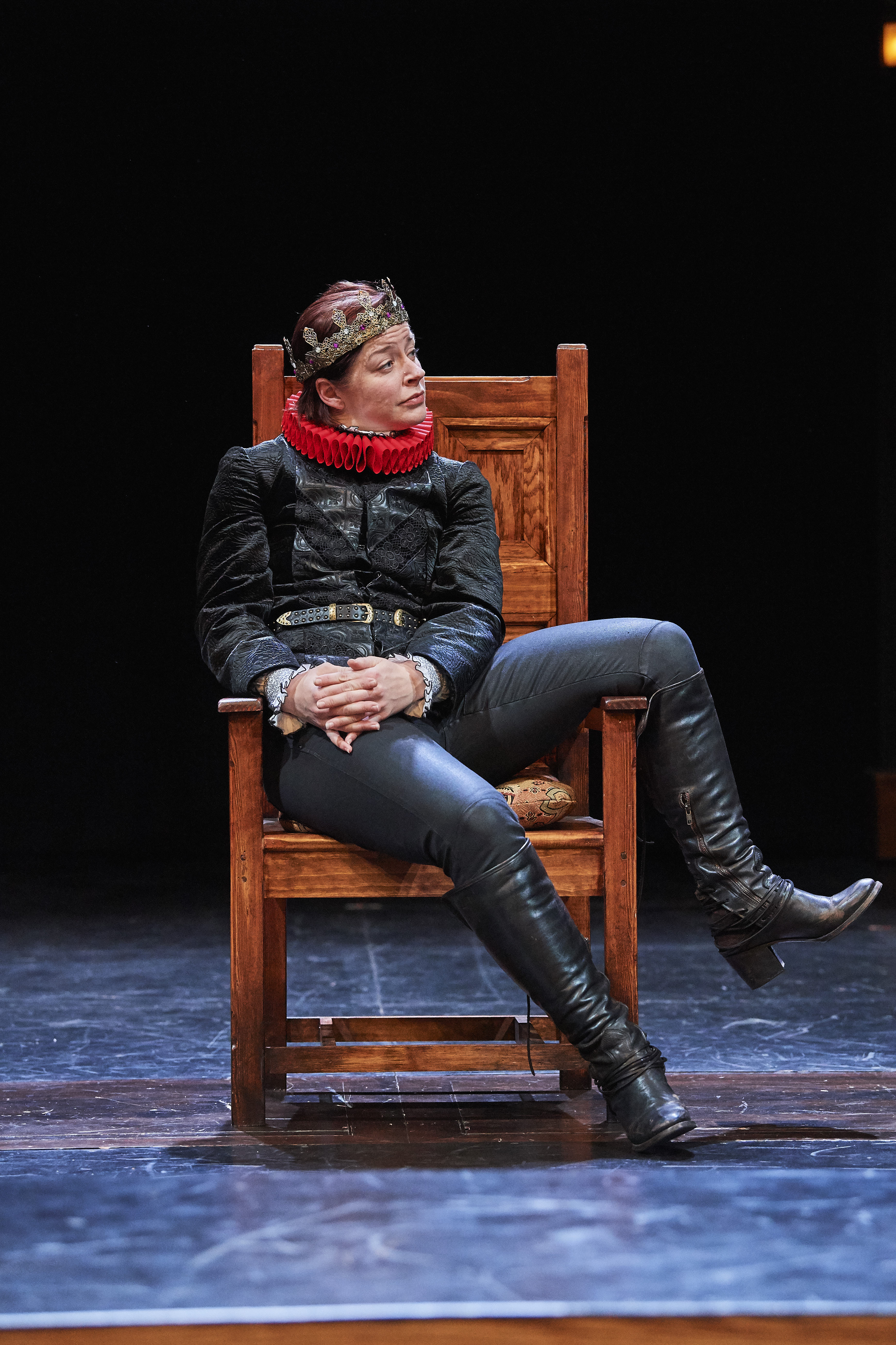Laura Welsh Berg as Hamlet [photo: Roger Mastroianni]