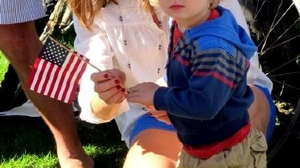 A mother explains the 4th of July event to her young son (pic: Brian Bull)