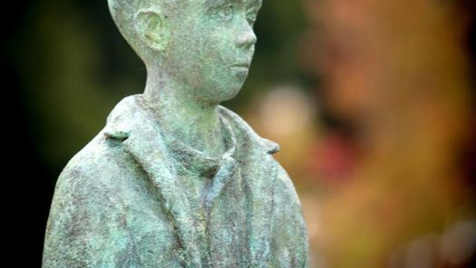 The sculpture also shows Kilbane as a young immigrant (c) Marianne Mangan