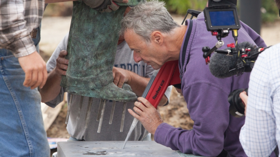 Rowan Gillespie helps position his sculpture in its base (c) Marianne Mangan
