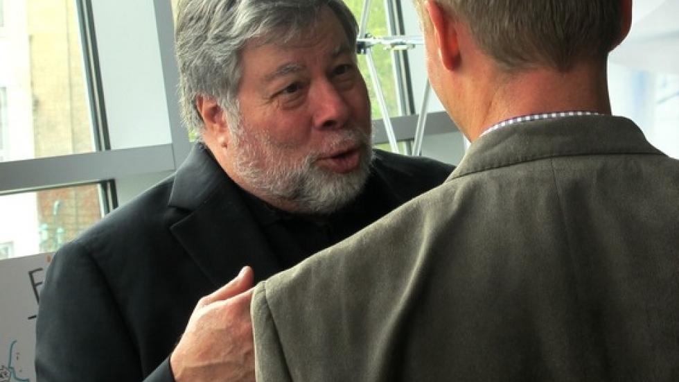 Steve Wozniak talks shop with an entrepreneur at the Westin Hotel in Cleveland (pic: Brian Bull)