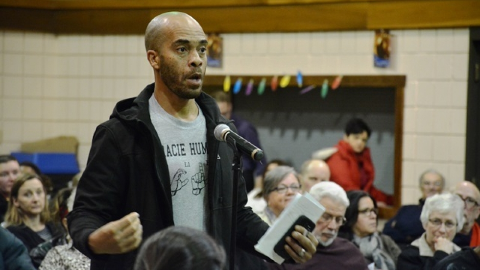 Kareem Henton speaks at a Cleveland City Council listening tour meeting on the west side. (Nick Castele / ideastream)