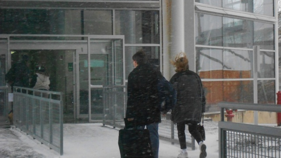 Travelers at Cleveland Hopkins Intl (WCPN stock photo by Brian Bull)