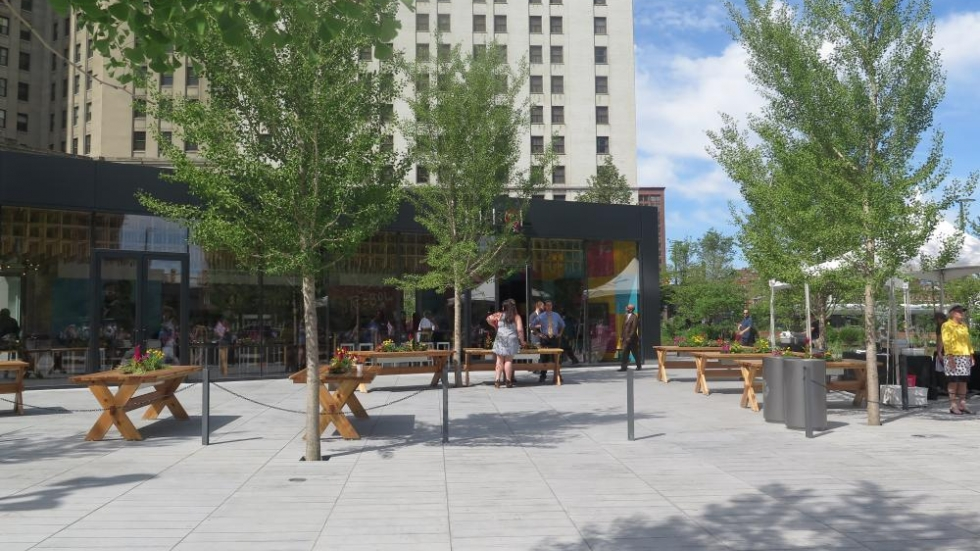 A restaurant with outdoor seating offers Public Square visitors a dining option. [photo: Phoebe Petrovic / ideastream]