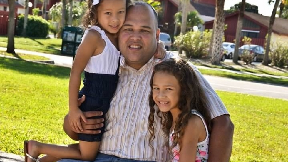 Jose Diaz Ayala with his daughters Gianna, left, and Laylanny in 2015.