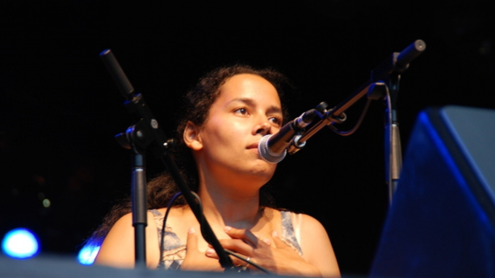 Rhiannon Giddens – vocals, fiddle, banjo, and an enthusiastic dancer