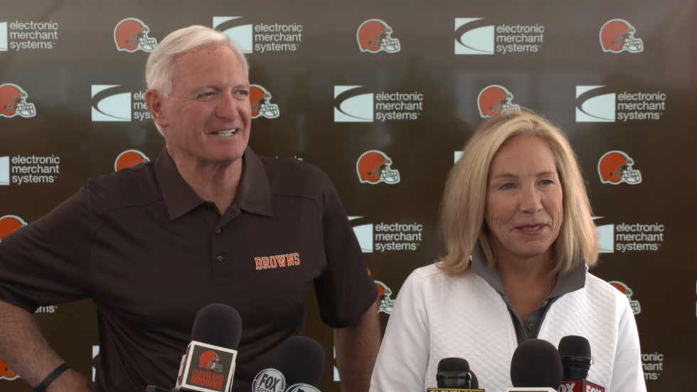 Jimmy and Dee Haslam during a Cleveland Browns press conference in July 2018