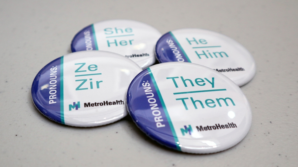 """At a recent """"Transgender Job Fair"""" hosted by Cleveland's MetroHealth hospital, the organizers gave away buttons that participants could use to indicate their gender pronouns. [Adrian Ma / ideastream]"""