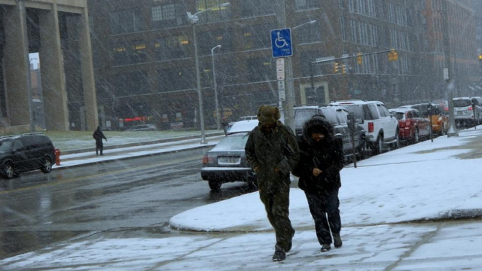 A Cleveland couple navigates the windy, cold streets near the downtown area [Brian Bull / ideastream]