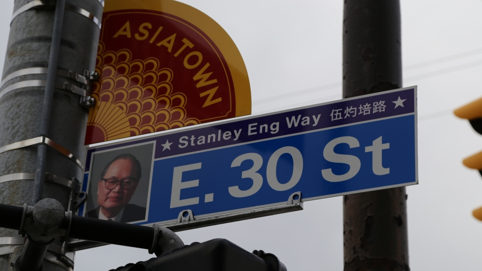 Cleveland street sign in Chinese and English honoring local Asian advocate.
