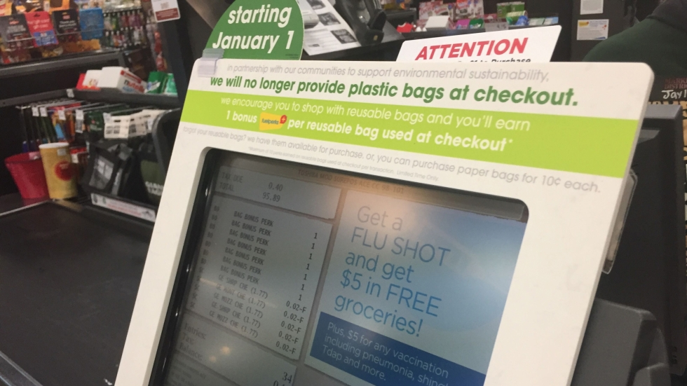A checkout lane at Giant Eagle informing customers that plastic bags will be removed Jan. 1