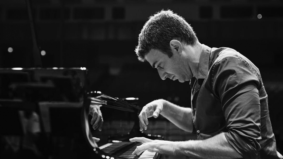 "Pianist Yaron Kohlberg performs a ""Quarantine Concert"" tonight at 7:30"