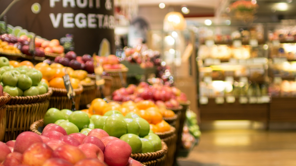 How are grocery stores staying safe during the pandemic? [Thaiview / shutterstock ]