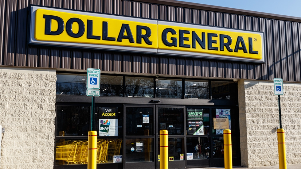 the exterior of a Dollar General
