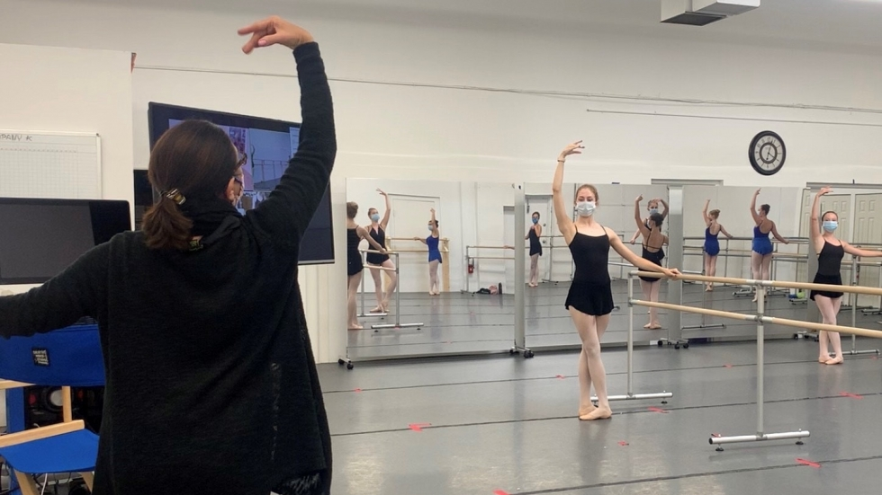 Photo of Cleveland Ballet dancers rehearsing wearing masks and social distancing [Cleveland Ballet]