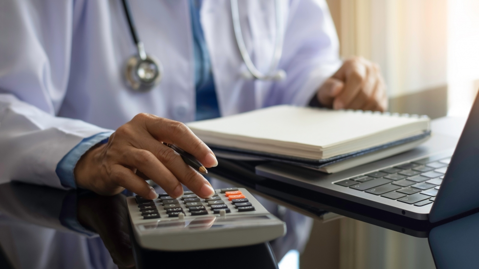 A new report found a wide gap of what people pay for the same procedure at hospitals across the state.  [NIKCOA / Shutterstock]