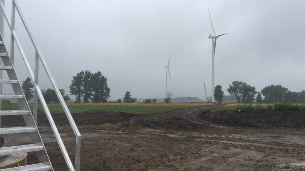 Crews work on the Hog Creek Wind Farm in Hardin County in September 2017.