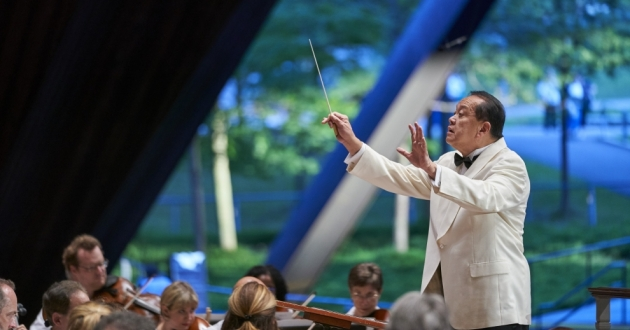 Jahja Ling conducts a past Cleveland Orchestra concert at Blossom.
