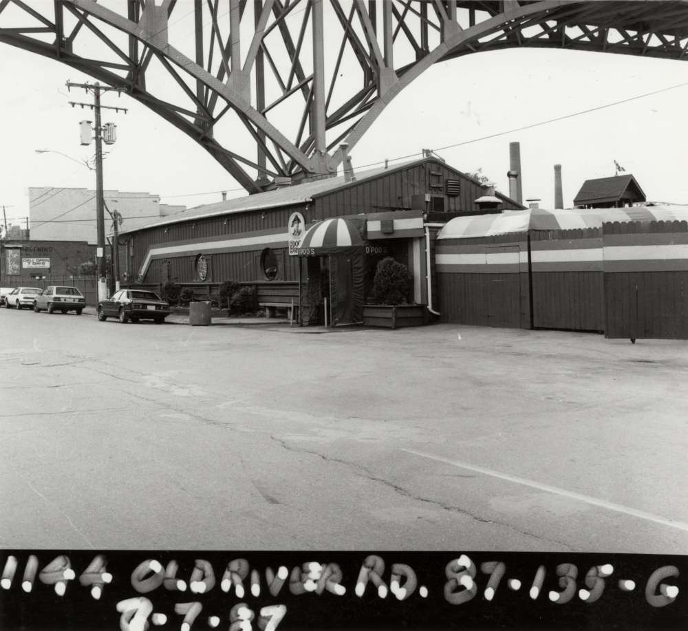 D'Poo's, at 1144 Old River Road in the Flats.  [Cleveland Public Library]