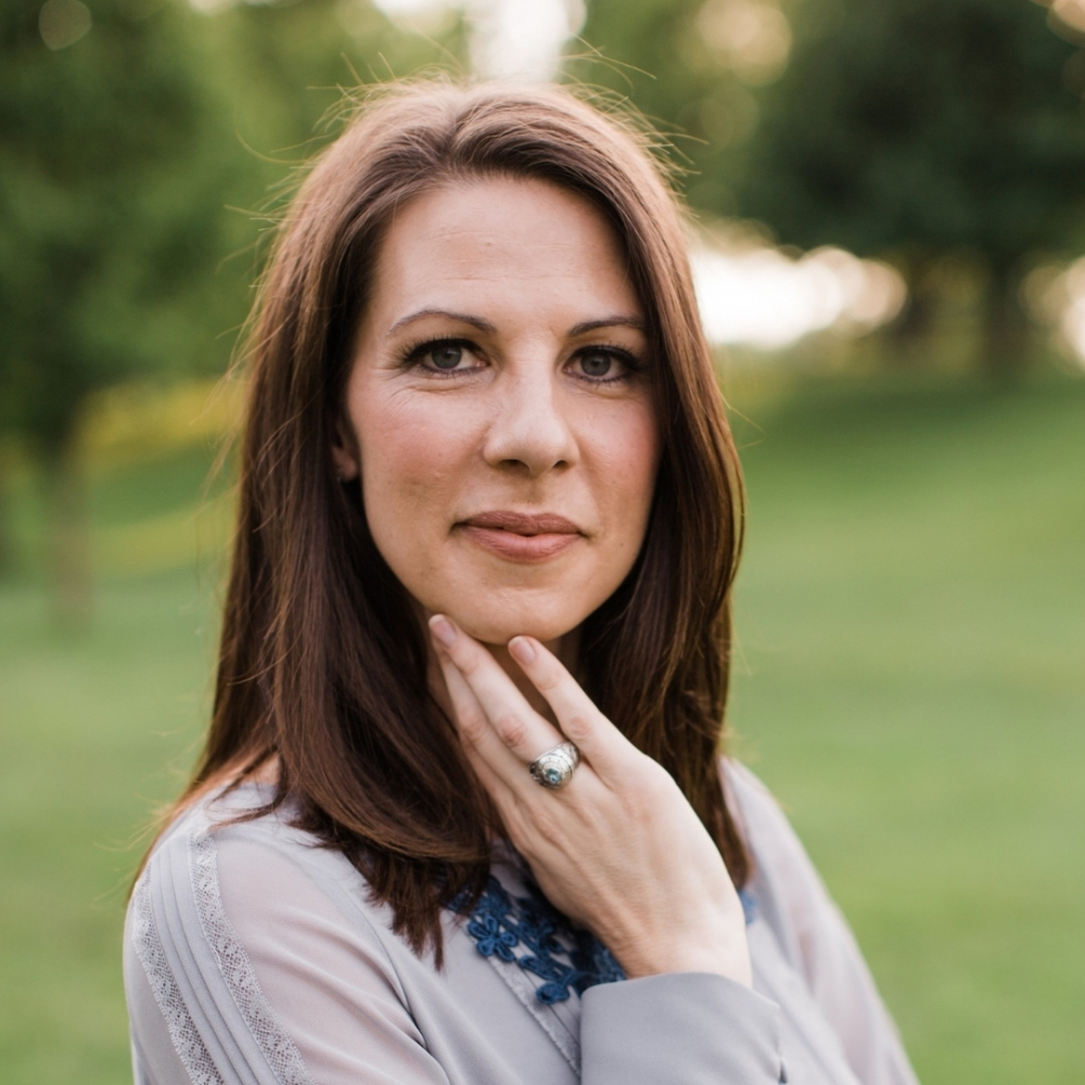 Amanda Weinstein, co-host of the new podcast, The Suburban Women Problem.