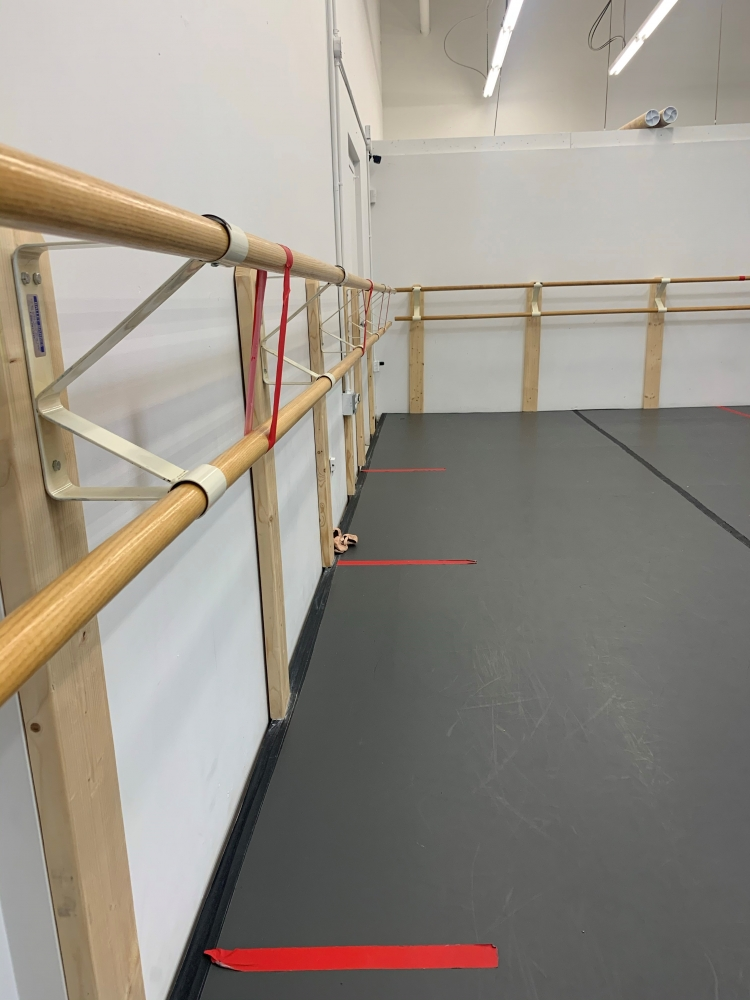photo of ballet barre indicating proper social distancing [Cleveland Ballet]